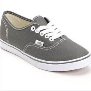 🎁🌲 Gray vans size 9 women's gently used🌲🎁